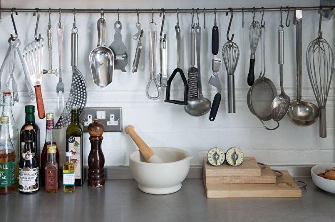 Дизайн и цвета рейлингов в интерьере кухни