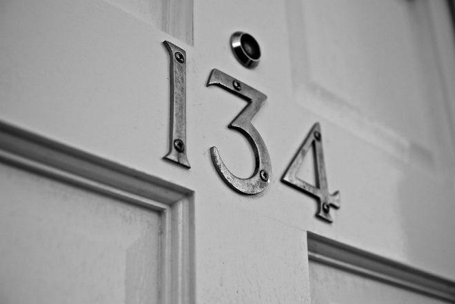 Номерок на дверь прикручиваемый