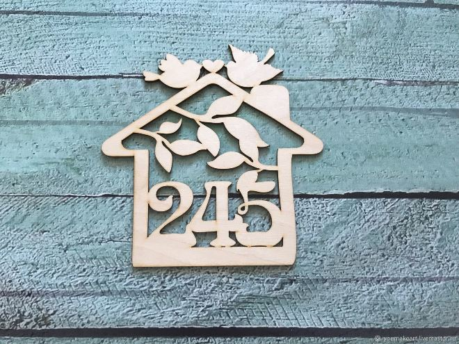 Номерок на дверь из дерева