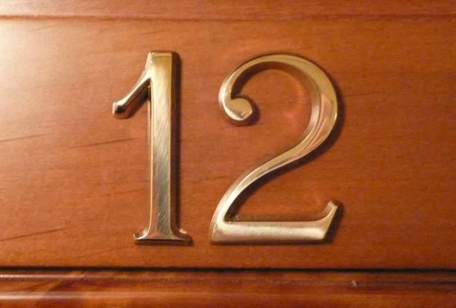 Номерок на дверь из латуни