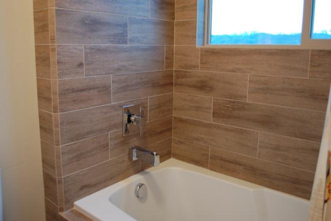 Плитка в разбежку в ванной