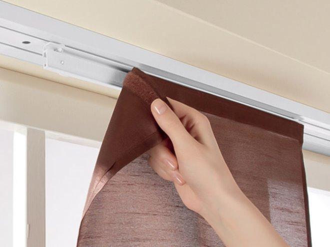 Способы крепления штор с липучками к окну