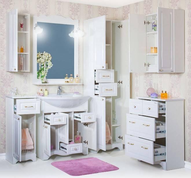 Светлый шкаф в ванную