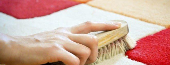 Как почистить ковер: эффективное применение подручных средств